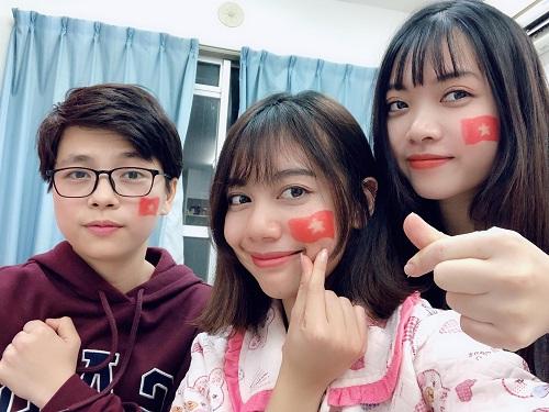 Du học sinh Việt Nam ở Nhật cổ vũ bóng đá